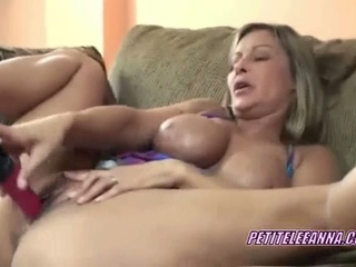 Busty milf leeanna fucking her twat with a toy