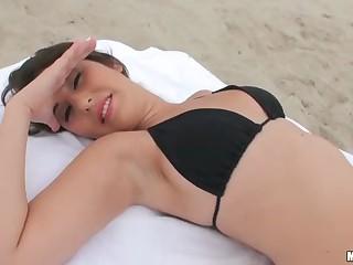 Bikini girl Missi Daniels licked up for fucking