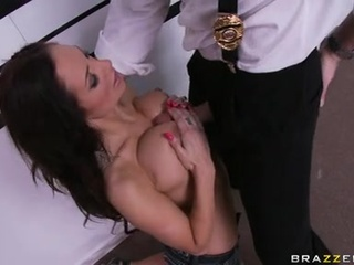 Fascinating Slut Amy Reid Works Hard On A Throbbing Chub With Her Awesome Mouth