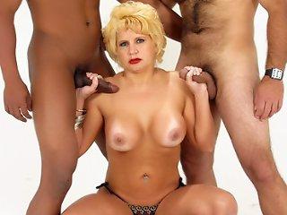 MILF Amanda MMF Threesome