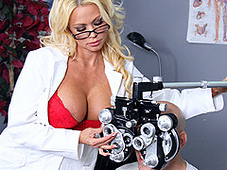 Nikita, a sexy optometrist, is crushing hard on one of her clients. When that babe learns that guy's coming in for an eye exam, that babe gives a decision to fuck with him a little - until this guy truly bonks her.