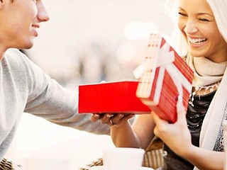 Traditional Anniversary Gifts Ideas for Couples