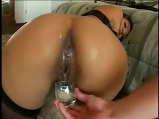 She eats cumshot from her asshole